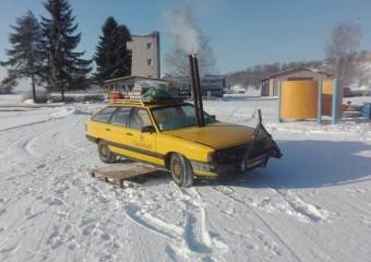 Ребята из Эстонии переделали Audi 100 в сауну: 12 фото