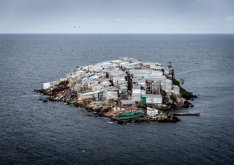 В тесноте да не в обиде: самый перенаселенный остров планеты!