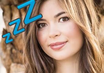 Спящая красавица: девушка с необычным синдромом спит по 2 недели подряд!