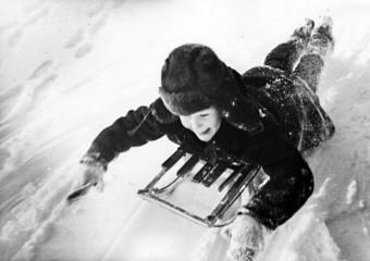 Вспомнить детство: зима на санках в СССР