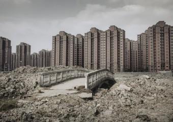 Опустевшие города-призраки в Китае
