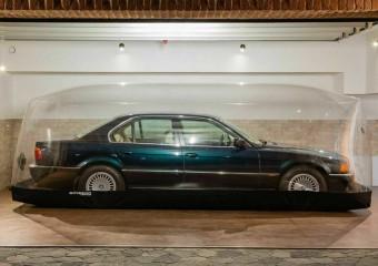 Новенькую BMW более 20-ти лет хранили под куполом и теперь продают!