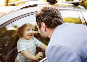 9 причин почему нельзя оставлять ребёнка одного в машине