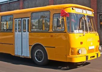 Почему в СССР городские автобусы красили в ярко-желтый