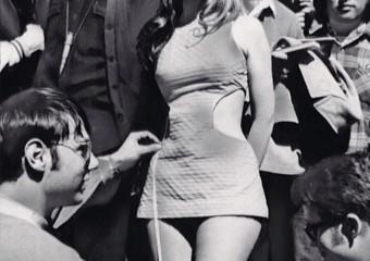 Девушки в мини-юбках из 1960-70-х годов